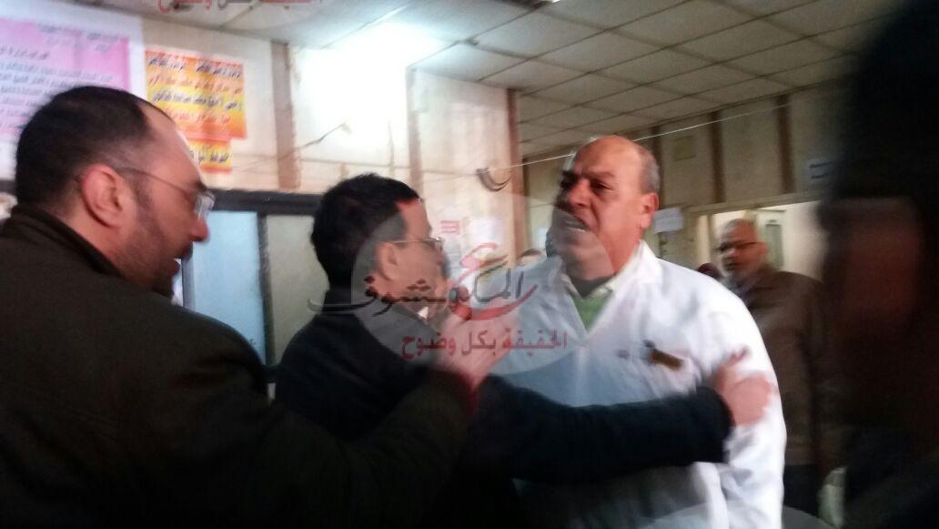 بالفيديو أطباء مستشفي طوخ يطالبون برحيل مدير المستشفي
